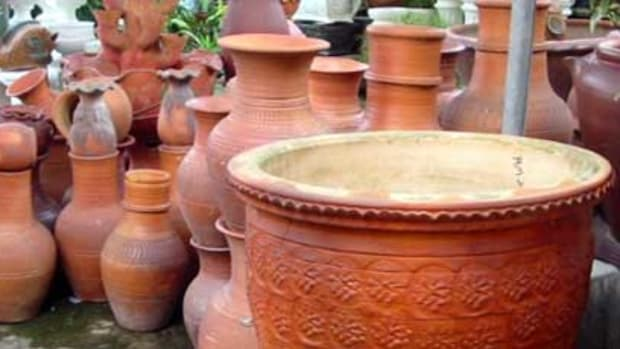 A mix of different-sized pots for added dimension to your garden.